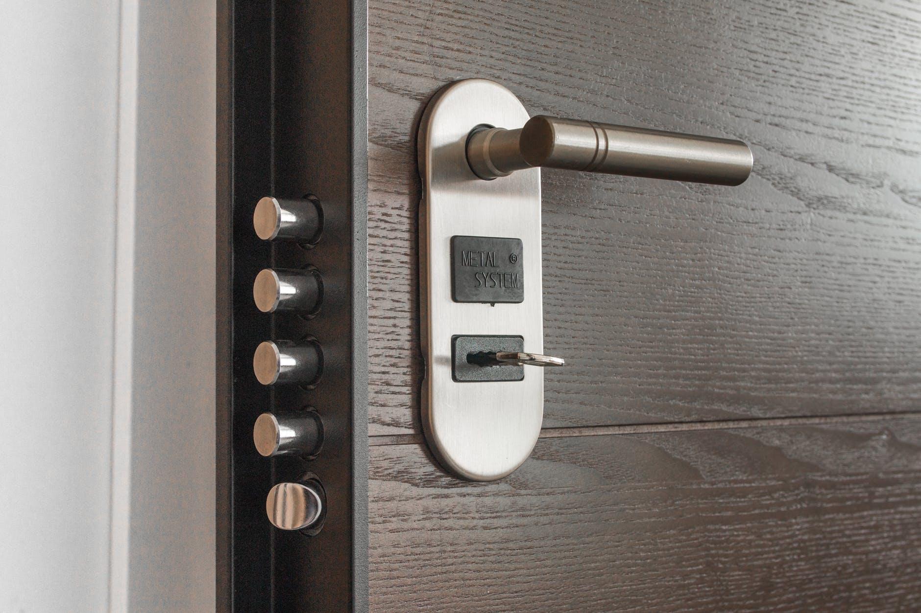 door handle key keyhole